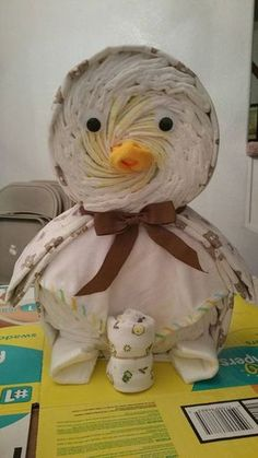 Calm proved baby shower diaper cakes why not try this out Duck Diapers, Baby Shower Diapers, Baby Shower Games, Baby Boy Shower, Baby Shower Crafts, Shower Gifts, Diaper Animals, Diaper Crafts, Shower Bebe