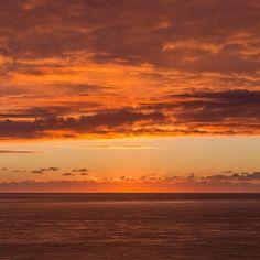 English Channel sunrise Dorset. #ukcoastwalkPhoto: Quintin Lake www.theperimeter.uk