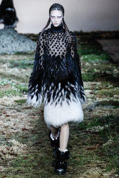 Paris Fashion Week Fall 2014 RTW: Alexander McQueen | Anibundel: Pop Culturess