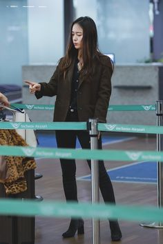 f(x) - Krystal Krystal Fx, Jessica & Krystal, Jessica Jung, Kpop Girl Groups, Kpop Girls, Krystal Jung Fashion, Fashion Idol, Love Her Style, South Korean Girls