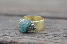 Hey, diesen tollen Etsy-Artikel fand ich bei https://www.etsy.com/de/listing/205654140/rohe-steine-gold-ring-pyrit-und-blaue