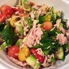 Quick 5-minute meal sautéed spinach, avocado, tomatoes, Italian tuna and chopped almonds