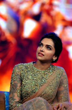 Learn the style tips from Deepika padukone. Especially, in this article, we explain great details about the designer blouse designs worn by Deepika. Indian Celebrities, Bollywood Celebrities, Indian Bollywood, Bollywood Fashion, Pakistani, Indian Film Actress, Indian Actresses, High Neck Saree Blouse, Deepika Padukone Style