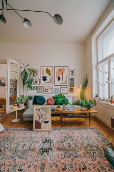 Minimalist art prints by Jan Skacelik dominates this mid-century boho interior, .-- Minimalist art prints by Jan Skacelik dominates this mid-century boho interior, with a nice old furniture, rugs and houseplants Mid-century Interior, Interior Design Living Room, Living Room Designs, Flat Interior Design, Mid Century Interior Design, Bohemian Interior Design, Vintage Interior Design, Simple Interior, Interior Colors