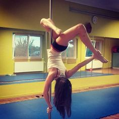 O is for One handed butterfly :) #AprilAlphaPole #polechallenge #pd_onehandedbutterfly #onehandedbutterfly #bkpole #poleaddict