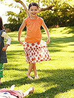 Children's games from around the world. Girl Scout Leader, Girl Scout Troop, Boy Scouts, Scout Games, Girl Scout Activities, Around The World Games, Girl Scout Juniors, World Thinking Day, Daisy Girl Scouts