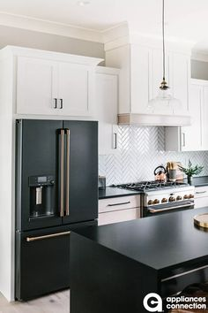 What would the kitchen space of your goals resemble if loan were no object? Our team discuss a number of our much-loved luxury kitchen design tips to influence you If loan were no item, what would … Black Kitchens, Cool Kitchens, Luxury Kitchens, Black And Grey Kitchen, Black Kitchen Decor, Custom Kitchens, Modern Kitchens, Small Kitchens, Kitchen Appliance Packages
