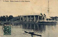 Por volta de 1910 - Rio Tietê e ao fundo o Clube Espéria. Foto tirada da Ponte Grande, já desmontada, para dar lugar para a Ponte das Bandeiras.