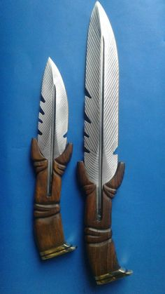 Between Here and There, Beautiful handmade fur style knife. Pretty Knives, Cool Knives, Swords And Daggers, Knives And Swords, Blacksmithing Knives, Diy Knife, Armas Ninja, Homemade Weapons, Blacksmith Projects