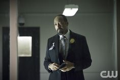 "The Flash -- ""Tricksters"" -- Image FLA117A_0198b -- Pictured: Jesse L. Martin as Detective Joe West -- Photo: Diyah Pera/The CW -- © 2015 The CW Network, LLC. All rights reserved.pn"