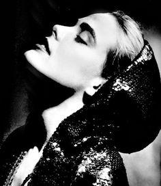 Margaux Hemingway - American actress an fashion model. Photo by George Hurrell, 1976 Margaux Hemingway, Mariel Hemingway, George Hurrell, Anne Bancroft, Black N White Images, Black And White Portraits, Michel Polnareff, Famous Photographers, Old Hollywood Glamour