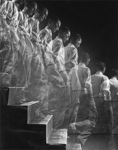 Eliot Elisofson, Duchamp descending a staircase, 1952