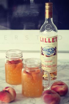 Den Hochsommer feiern: mit Pfirsich Lillet Celebrate the midsummer: with peach Lillet Summer Cocktails, Cocktail Drinks, Cocktail Recipes, Refreshing Drinks, Yummy Drinks, Limoncello Cocktails, Vegetable Drinks, Non Alcoholic Drinks, Snack