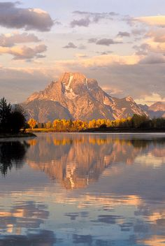 Mount Moran reflected in the Oxbow Bend of the Snake River. Grand Teton National…