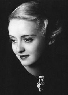 Bette Davis, 1935