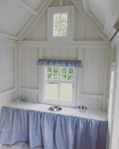 Building your little one a playhouse in the backyard will surely make them happy. There are a few things you should know before you build a playhouse for kids. Playhouse Interior, Modern Playhouse, Build A Playhouse, Playhouse Outdoor, Playhouse Ideas, Country House Interior, French Country House, Office Interior Design, Office Interiors