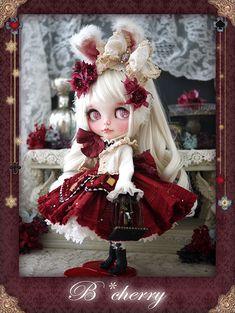 """11月20日(火)よりスタートするFolkloreChristmas展にて展示販売されるB*cherryさんの作品を紹介します☆ ◆作品タイトル""""クリスマスアリスうさぎ"""" ◆作品説明艶やかな赤を基 Tiny Dolls, New Dolls, Ooak Dolls, Blythe Dolls, Pretty Dolls, Beautiful Dolls, Kawaii Doll, Gothic Dolls, Smart Doll"""