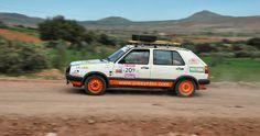 Este domingo 13 de abril se ha disputado la primera etapa puntuable del Rallye Clásicos del Atlas Solidario. Una corta etapa para ir cogiendo ritmo de cara a la etapa maratón que se disputará mañana. Y que ha tenido como vencedores a Joan Lucas Compte y Miriam Castillo González.