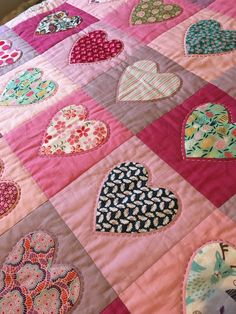 Lizzies birthday quilt This quilt was made from 70 hand appliqued and hand quilted hearts. Heart Quilt Pattern, Quilt Patterns, Aplique Quilts, Hand Quilting, Crazy Quilting, Farm Quilt, Country Quilts, Sampler Quilts, Hand Applique