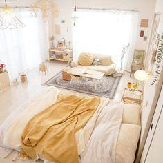 この春から始める素敵生活♡参考にしたいおしゃれ部屋特集 - LOCARI(ロカリ) Decorations, Table, Furniture, Home Decor, Decoration Home, Room Decor, Dekoration, Tables, Home Furnishings