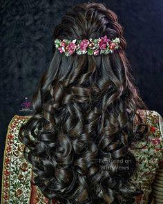 Super flowers in hair half up hairdos Ideas Bridal Hairstyle Indian Wedding, Bridal Hair Buns, Bridal Hairdo, Indian Bridal Hairstyles, Wedding Hairstyles For Long Hair, Trendy Hairstyles, Hair Wedding, Vintage Hairstyles, Anime Hairstyles