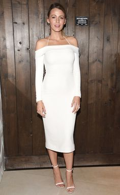 Blake Lively supported hubby Ryan Reynolds at an Aviation Gin event while wearing an off-the-shoulder dress by Cushnie et Ochs (notice the halterneck detail). She went with mismatched earrings and white sandals to complete her look. Mode Blake Lively, Blake Lively Style, Outfits Otoño, White Outfits, Crazy Outfits, Ryan Reynolds, Parfait, Star Fashion, Fashion Tips