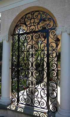 House Outside Design, House Gate Design, Front Door Design, Home Room Design, Wrought Iron Decor, Wrought Iron Gates, Iron Front Door, Iron Doors, Hacienda Style Homes