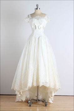 Trousseau . vintage 1950s dress . vintage by millstreetvintage