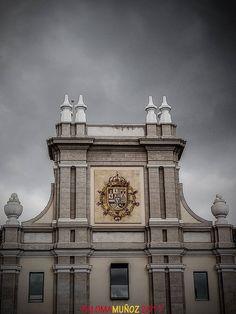 Cuerpo central del Cuartel del Conde-Duque. Edificio de estilo barroco (churrigueresco)construido por el arquitecto madrileño Pedro de Ribera desde 1717.   Central body of the Count-Duke Barracks. Baroque style building (churrigueresco) built by the Madrid architect Pedro de Ribera since 1717