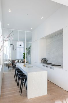 Though this modern house is located right in the middle of the city of Antwerp in Belgium, the interiors have a freedom and airiness of country living. ✌Pufikhomes - source of home inspiration Kitchen Diner Designs, Modern Kitchen Design, Interior Design Kitchen, Modern Minimalist House, Minimalist Home Interior, Minimalist Kitchen, Home Decor Kitchen, New Kitchen, Home Kitchens