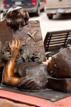 'Reading Magic' - by sculptor Julie Jones (photo: Paul Schiller)