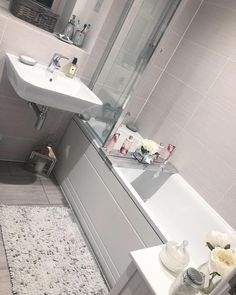 Grey bathrooms - Mrs Hinch has gone viral for her cleaning hacks BathroomAccessoriestips Bathroom Remodel Cost, Bathroom Renovations, Home Renovation, Cleaning Shower Tiles, Bathroom Cleaning, Mold In Bathroom, Small Bathroom, Master Bathrooms, Bathroom Ideas