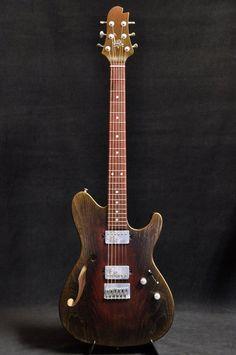 Une création envoûtante et vintage par Sugi Guitars. Retrouvez des cours de guitare d'un nouveau genre sur MyMusicTeacher.fr