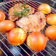 お肉を焼き出した時に妹夫妻来てるからご一緒にいかが✨とお誘いあったのでおつまみ持参で皆でご飯 もうそろそろ焼けたかな - 94件のもぐもぐ - Roast Porkローストポーク by Ami
