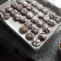 Csokoládés pöffeteg Cookies, Food, Noodle, Bakken, Crack Crackers, Biscuits, Essen, Meals, Cookie Recipes