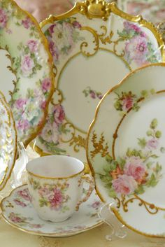 Vintage China Lovely China Patter with Gold Trim pink home rose decorate shabby chic dine china dishes dinnerware - Antique Dishes, Vintage Dishes, Antique China, Vintage China, Vintage Floral, Vintage Teacups, Vintage Plates, China Tea Cups, Teapots And Cups
