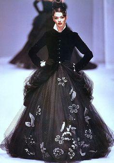Jean-Louis Scherrer A/W jaglady Parisienne Chic, Fashion Models, Fashion Show, Girl Fashion, Fashion Design, Monsieur Jean, Jean Louis Scherrer, Fashion Stylist, Catwalk