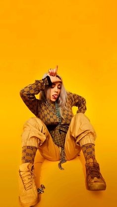 Billie Eilish is the hot young new artist that if you haven't listened to yet you better start now. Her music is so amazing it has made a name for itself but it's the Billie Eilish style that has made her stand out in the music scene even more. Billie Eilish, Kevin Parker, Six Feet Under, New Artists, Music Artists, Beste Comics, Liz Phair, Videos Instagram, Album Cover