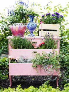 Transformar muebles en decoración - Mesita con césped
