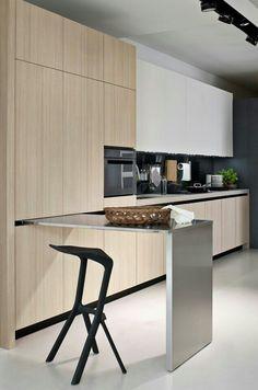Uitklapbaar tafeltje uit de keukenkastjes