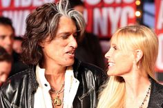 Joe Perry Photos - Guitarist Joe Perry and his wife Billie arrive at the 2009 MTV Video Music Awards at Radio City Music Hall on September 2009 in New York City. Joe Perry, Steve Perry, Doctor Who Craft, Creedence Clearwater Revival, David Tennant Doctor Who, Radio City Music Hall, Hello Sweetie, Steven Tyler, Pereira