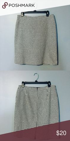 """White House Black Market Houndstooth Skirt Beautiful houndstooth pencil skirt. Would look great with black boots and a blazer or sweater! In great condition! 20"""" in length. White House Black Market Skirts Pencil"""