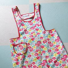 vintage apron, pint size