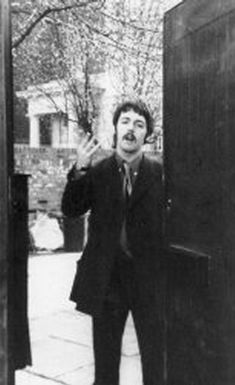 """March Paul leaving in Cavendish Avenue on a non-recording day during """"Sgt Pepper"""". Beatles Sgt Pepper, George Martin, Sweet Paul, Mac S, Lonely Heart, The Fab Four, Ringo Starr, George Harrison, Great Bands"""