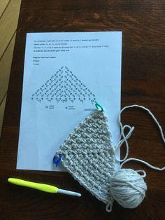 Proeflapje granietsteek. Diagram van JessieAtHome.com, filmpje op YouTube: color me kerchief van JessieAtHome. Met dank aan alle dames van de Facebook groep De Southbay shawl en andere sjaalpatronen.