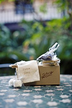 diy-smores-wedding-favors this would be a fun way to incorporate R's love of camping!