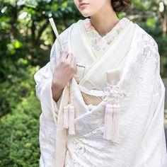 いいね!322件、コメント4件 ― CUCURUさん(@cucuru_bridal)のInstagramアカウント: 「#CUCURU #花嫁 #花嫁着物 #着物小物#和婚 #着物 #白無垢 #引き振袖 #色打掛 #kimono #wedding #WeddingStyling #Styling #ideas…」