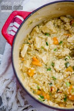 one pot chicken risotto with fresh vegetables- this is SUCH a killer recipe and much easier to make than you'd think! Plus you can use whatever veggies you have on hand! (Sub quinoa for risotto! Think Food, I Love Food, Couscous, Risotto Receita, Food Dishes, Main Dishes, Rice Dishes, Chicken Risotto, Sweet Potato Risotto