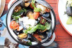 Italiaanse lunch met mosselen, tomaat, mascarpone en basilicum - Recept - Allerhande