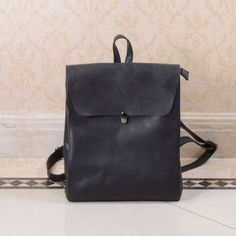 Large top grain cowhide Leather Bag which makes an ideal gift for woman.Colours available: BlackThis genuine leather bag is crafted from top grain cowhide. The characteristics of the leather are soft and durable. Rather than wearing out, it will develop a patina during its expected useful lifetime. This highly functional bag is designed to tote everything from clothing to a laptop. It is ideal for storing everything such as a jacket, laptop (up to 11'') or a few magazines. This simple…